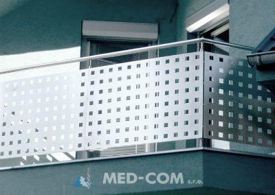 Balkónové zábradlie - výplň dierovaný plech
