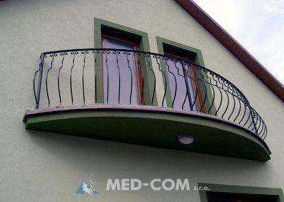 Kovaný balkón oblúkový