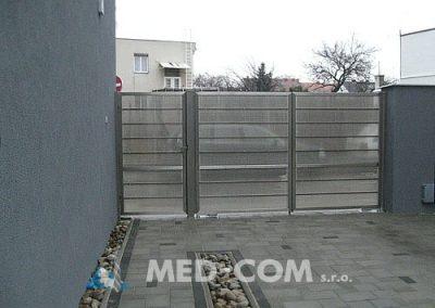 Nerezová brána s lexanovou výplňou